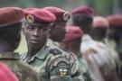 Des soldats des Forces armées centrafricaines (FACA), le 20 mars 2014 à Bangui, lors des prémisses de la reconstruction des FACA.