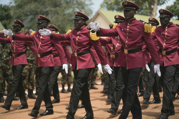 Des cadets des Forces armées centrafricaines lors d'une remise de diplômes en avril 2017 à Bangui.