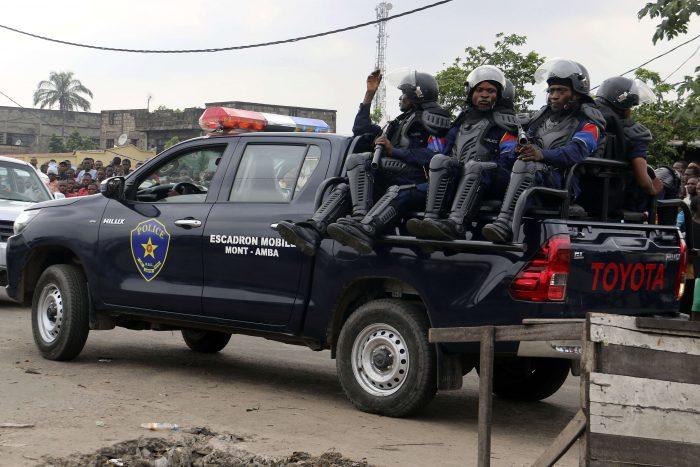 Une patrouille de police dans les rues de Kinshasa, le 17 mai 2017.