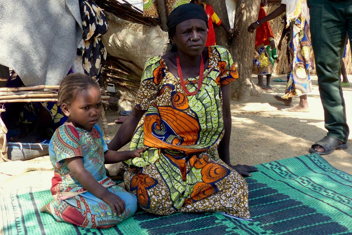 Aminata, arrivée il y a 15 mois après avoir fui son village attaqué par Boko Haram, s'inquiète pour l'avenir de ses enfants.