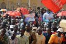 Plusieurs milliers de personnes manifestent à Niamey contre la loi de finances 2018 qu'elles jugent «antisociale», le 31 décembre 2017.