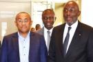 Augustin Sidy Diallo (à droite), président de la Fédération ivoirienne de football, lors de la visite à Abidjan d'Ahmad Ahmad, président de la CAF, fin décembre 2017.