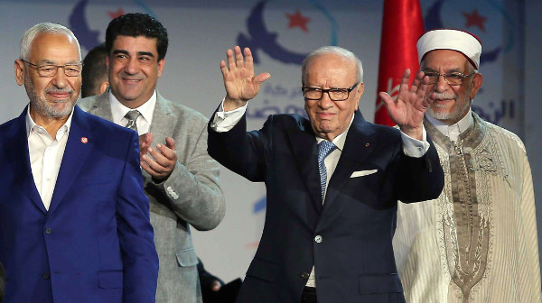 Le président tunisien, Béji Caid Essebsi, et le patron du parti islamiste, Ennahda, Rached Ghannouchi, le  20 mai 2016.