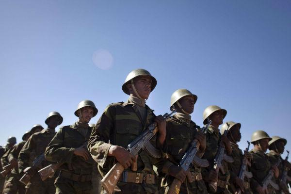 Des hommes du Front Polisario, en 2011 à  Tifariti.