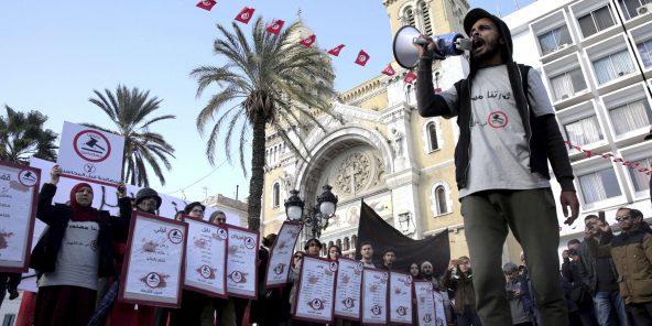 Les familles des victimes de la révolution tunisienne ont manifesté dans les rues de Tunis , le 13 janvier 2018.