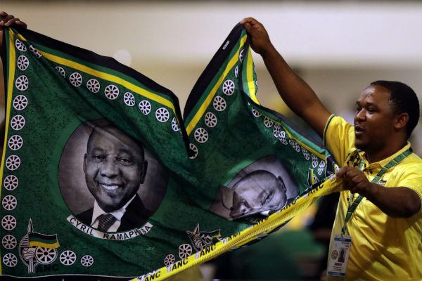 Des supporteurs de Cyril Ramaphosa lors du congrès de l'ANC le 20 décembre 2017 à Johannesburg.