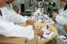 Conditionnement de médicaments aux laboratoires pharmaceutiques Adwya, en Tunisie.
