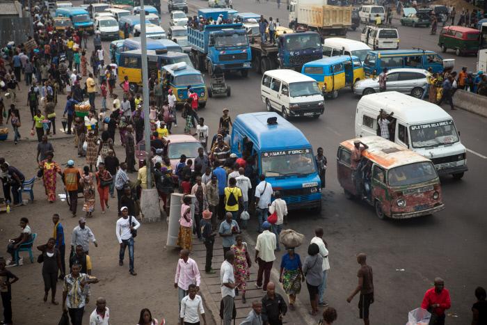 Scène quotidienne sur le boulevard Lumumba, à Kinshasa, le 14 octobre 2014.