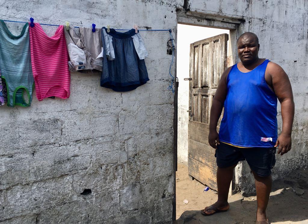 Philippe, 52 ans, habitant de Clara Town, près de Monrovia.