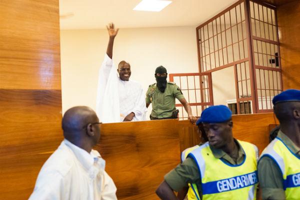 Khalifa Sall, dans le box des accusés, le 3 janvier 2018 au tribunal de Dakar.