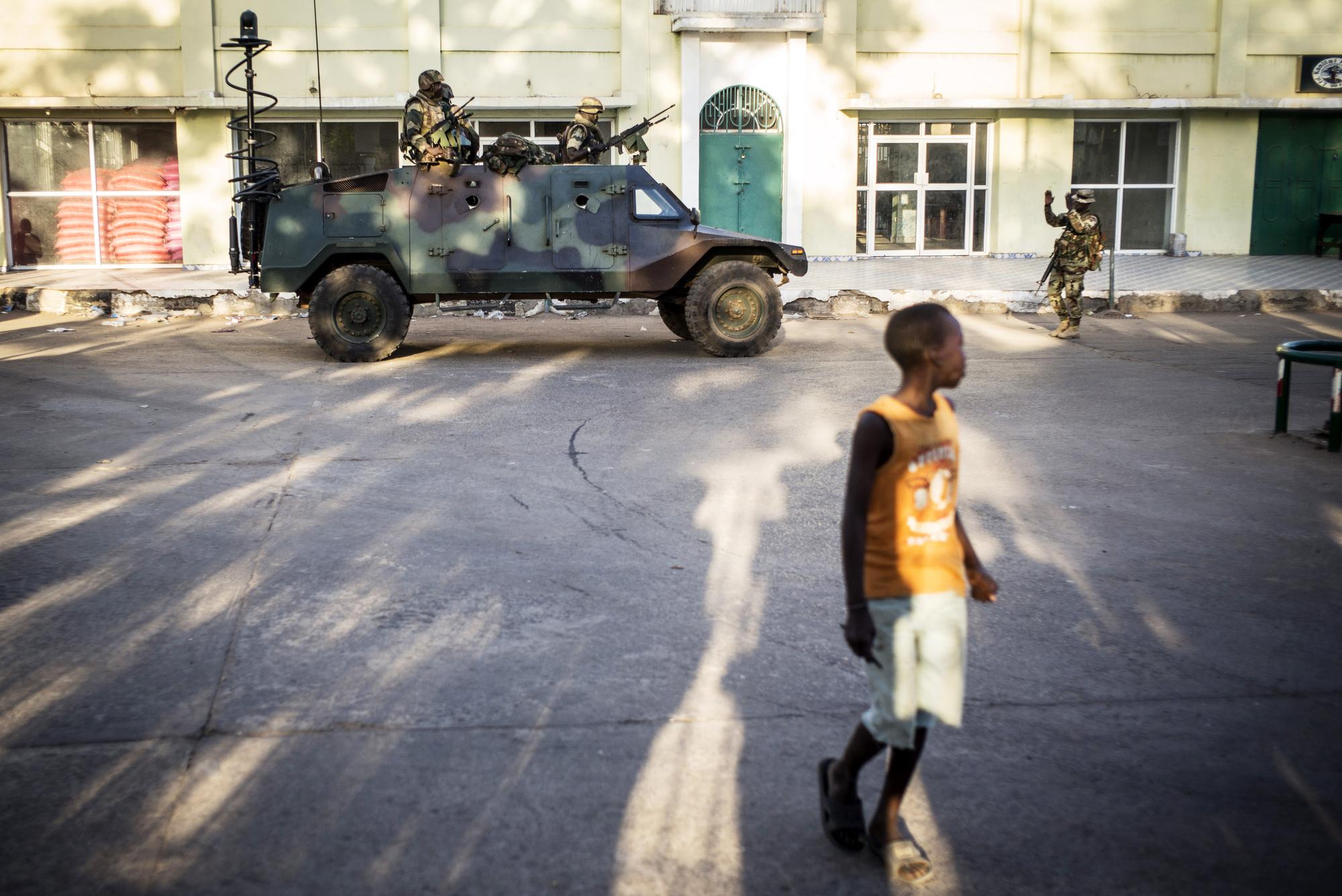 À Banjul, le palais présidentiel et ses alentours sont surveillés par les troupes sénégalaises de la Cedeao.