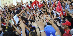 Une manifestation à Tunis, le 23 octobre 2013, appelant à la démission du gouvernement (image d'illustration).