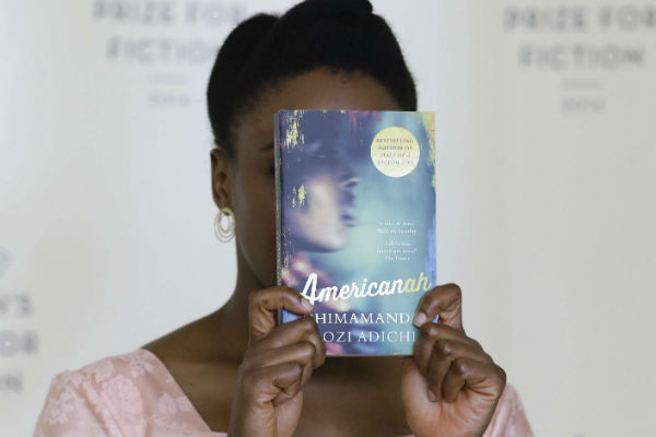 Chimamanda Ngozi Adichie présente son livre Americanah lors du Royal Festival Hall, à Londres en 2014.