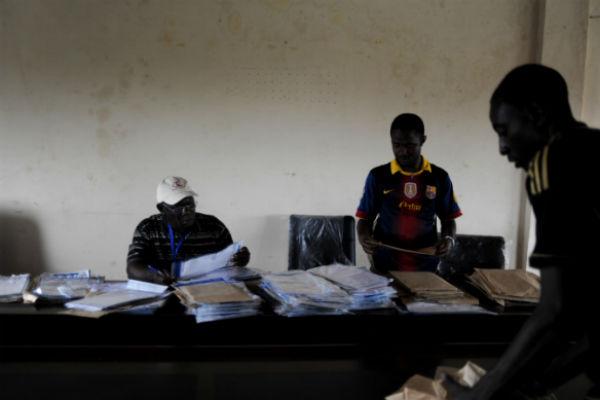 Décompte des procès verbaux à la mairie de Matam, lors du scrutin de 2013 en Guinée.