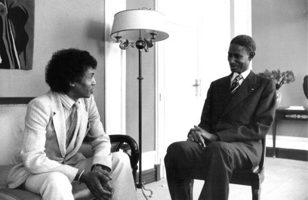 Abdou Diouf, président de la République du Sénégal, interviewé par Sennen Andriamirado, rédacteur en chef de l'hebdomadaire Jeune Afrique, le 11 décembre 1981