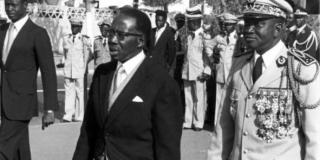 Le président de la République du Sénégal, Léopold Sédar Senghor et Dawda Jawara, président de la République de Gambie, assistent aux cérémonies du vingtième anniversaire de l'Indépendance du Sénégal, à Dakar, le 8 avril 1980