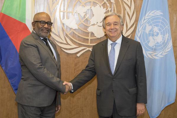 Azali Assoumani, le président de l'Union des Comores, et Antonio Guterres, secrétaire général des nations unies, le 22 septembre 2017 à New York.