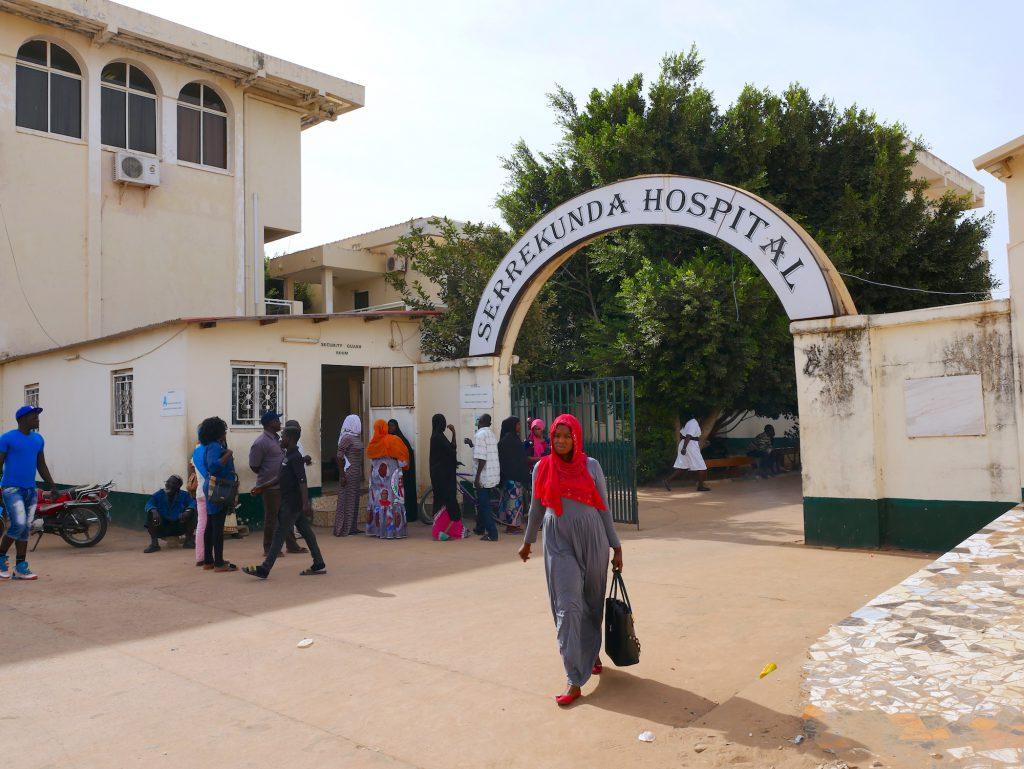 L'hôpital de Serrekunda, avant son ouverture au public, servait de logement pour les patients du traitement contre le sida du président Jammeh.