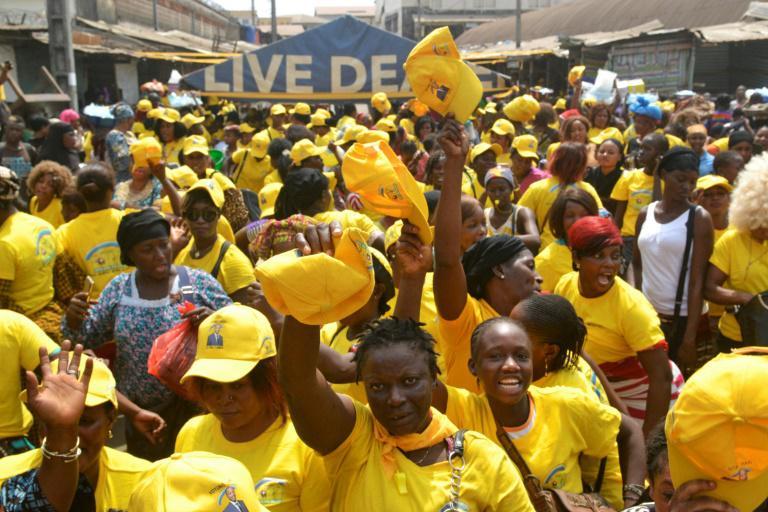 Des partisans du président Alpha Condé participent à un meeting avant les élections municipales en Guinée, le 2 février 2018 à Conakry.