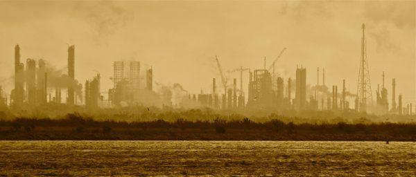 ExxonMobil fait son retour en Afrique après des années de réduction des coûts qui l'avaient détourné du continent. Ici une raffinerie du groupe.