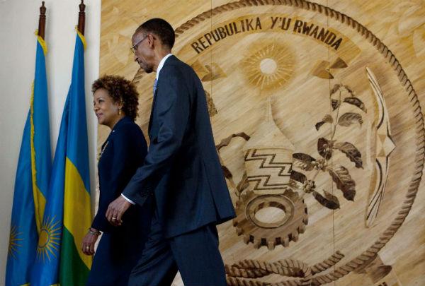 Reçue par Paul Kagame, le président rwandais, à Kigali, en avril2010, alors qu'elle était gouverneure générale du Canada
