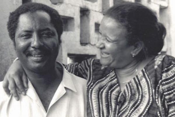 Deyda Hydara et son épouse Maria, en 1989.