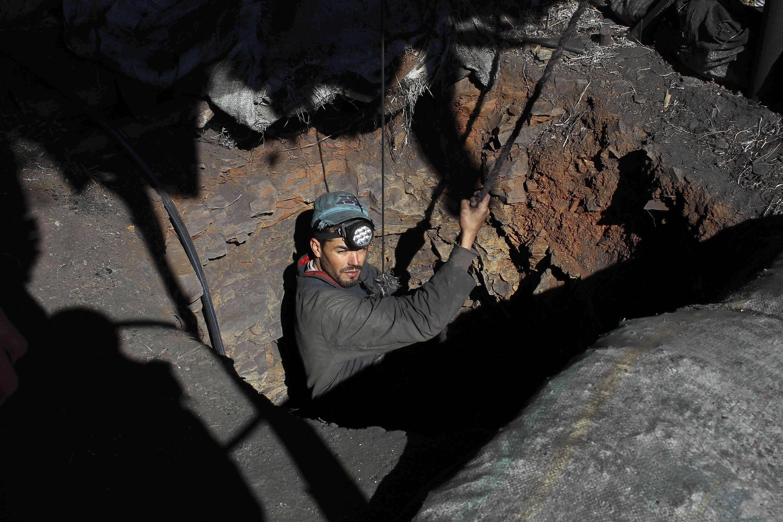 Un mineur dans une galerie d'extraction de charbon le 4 février 2018 à Jérada.