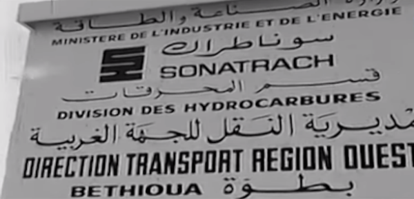 Panneau de la Sonatrach, dans les années 1970