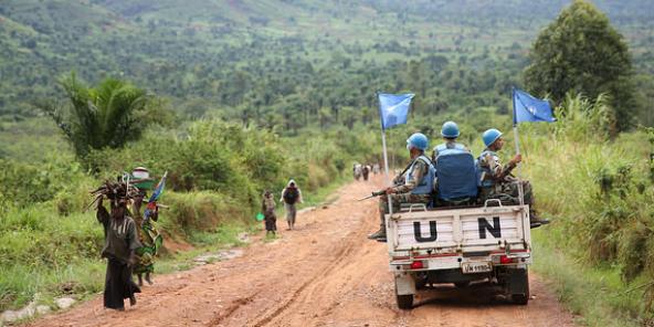 Une patrouille de Casques bleus de la Monusco près de Nyiamilima, dans l'est de la RDC, le 9 avril 2015.