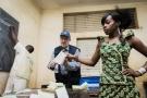 Louis Michel, chef de la mission européenne d'observation, dans un bureau de vote au Mali, en décembre2013.