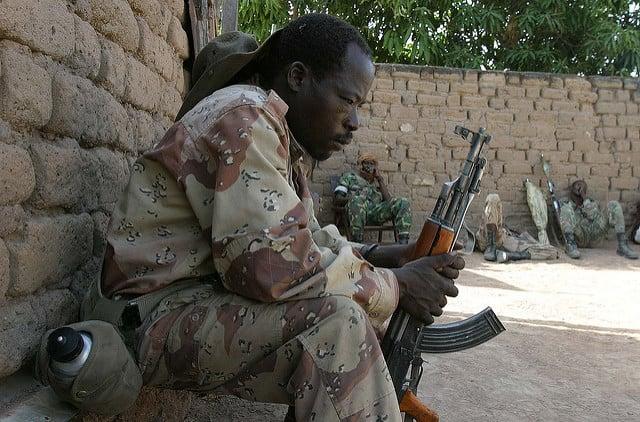 Un membre des Forces armées centrafricaines, le 6 avril 2007 à Birao.