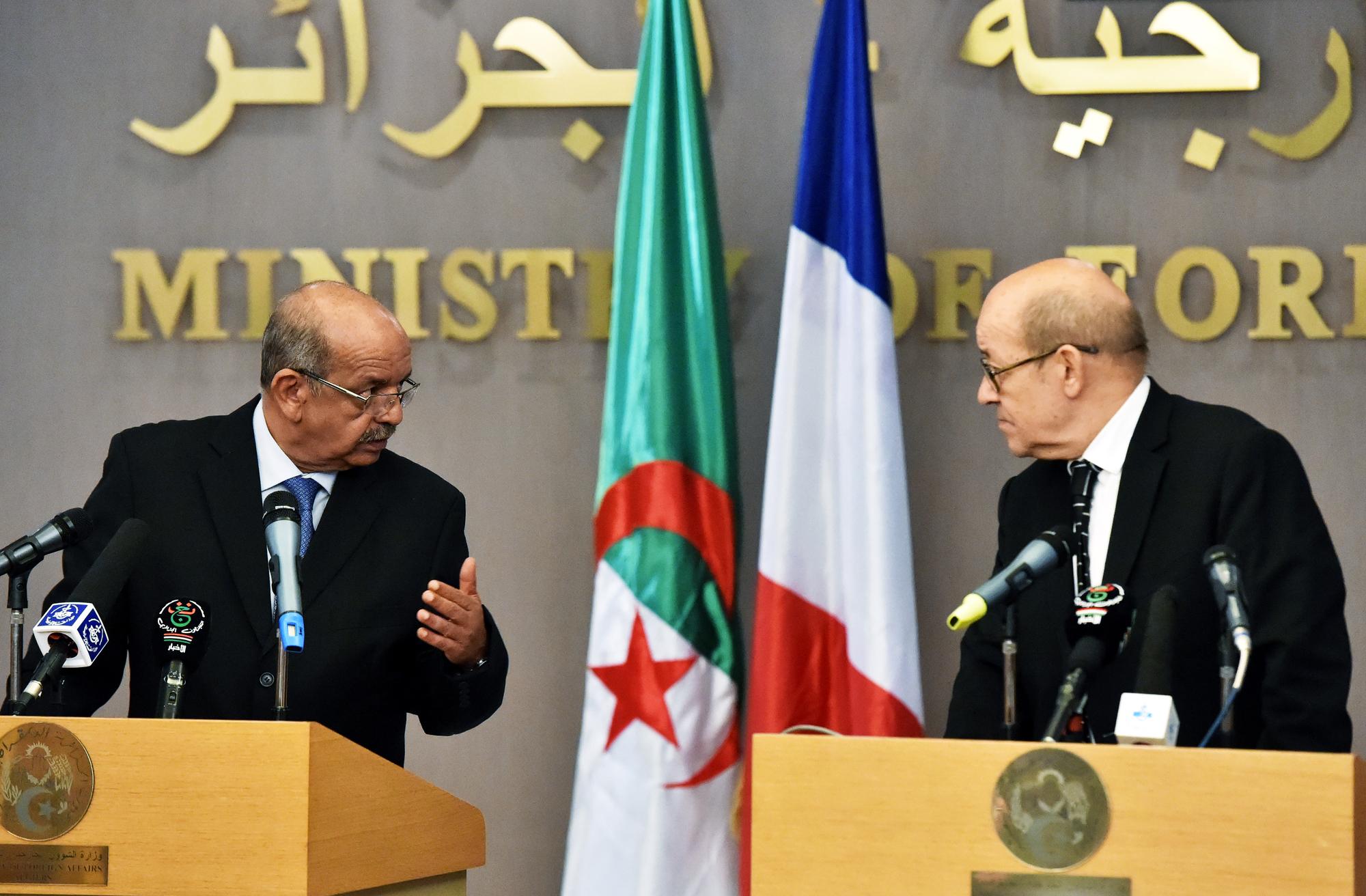 Les ministres algérien et français des Affaires étrangères, Abdelkader Messahel et Jean-Yves Le Drian, lors d'une conférence de presse à Alger, le 13juin 2017.