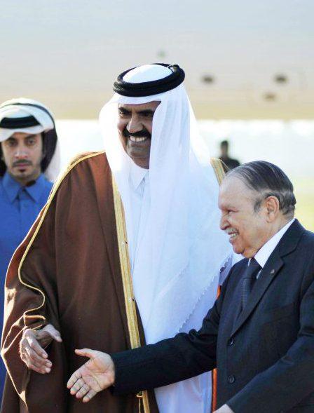 Abdelaziz Bouteflika accueillant Hamad Ibn Khalifa Al Thani, le 7janvier 2013, à Alger.