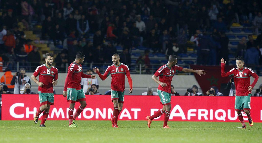 L'équipe marocaine de football fête un but contre la Mauritanie lors du CHAN 2018.