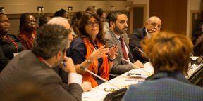 Lors d'une réunion de la Commission indépendante pour la réforme de la fiscalité internationale des sociétés.