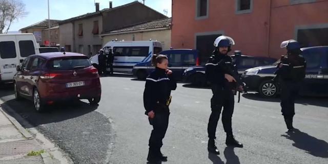 """Attaque """" terroriste """" en France : au moins trois morts lors d'une prise d'otages dans un supermarché"""