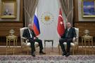 Le président russe Vladimir Poutine (gauche), et le président turc Recep Tayyip Erdogan posent pour une photo lors de leur rencontre au palais présidentiel d'Ankara (Turquie), le 11 décembre 2017