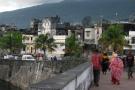 Dans la tradition comorienne, la cérémonie du Grand Mariage conduit des couples à confirmer leur union et celle des deux familles. Ici, la capitale Moroni, en Grande Comore.