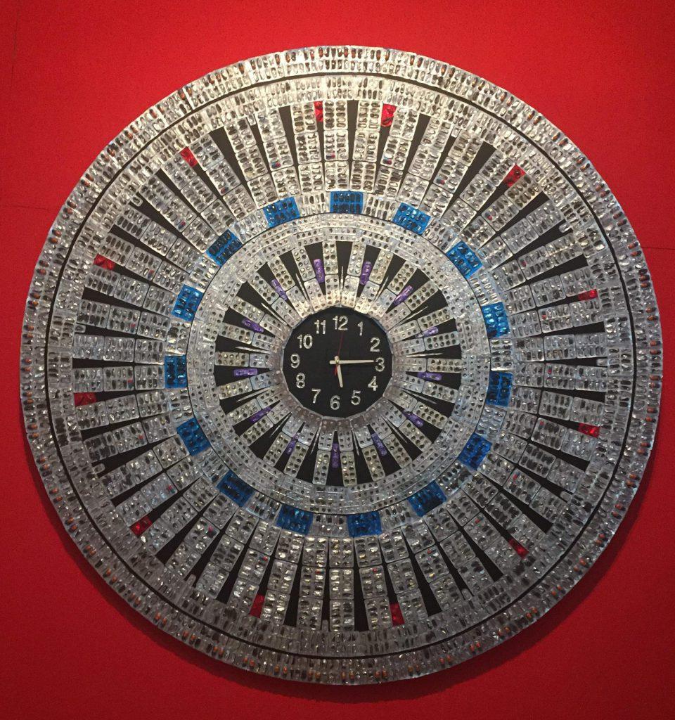 L'horloge du plasticien congolais Paul Alden Mvoutoukoulou.