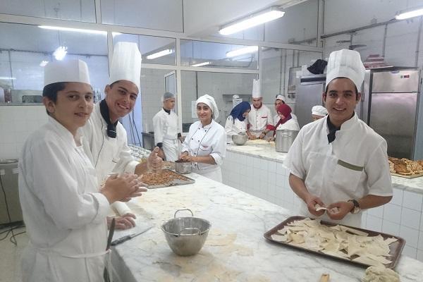 Des apprentis pâtissiers dans un centre de l'AFMT, Tunisie, 2016.