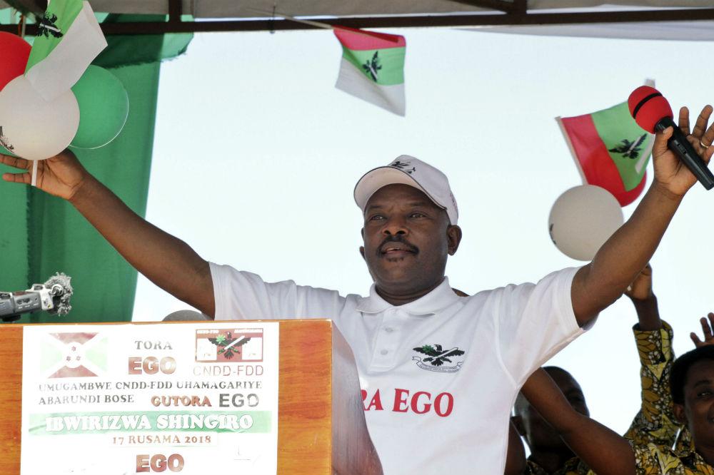 """Pierre Nkurunziza, le président burundais, lors du lancement de la campagne pour le """"Oui"""" au référendum constitutionnel lancé par le CNDD-FDD (au pouvoir), le 2 mai 2018 à Bugendana, dans la province de Gitega."""