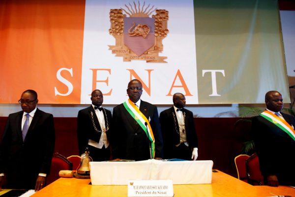 Le président du Sénat (au centre) lors de la cérémonie d'ouverture, le 12avril, à Yamoussoukro.