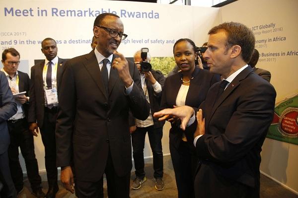 Le président rwandais, Paul Kagamé, et son homologue français, Emmanuel Macron, au Salon Viva Tech, le 24 mai 2018 à Paris.