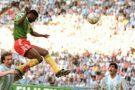 François Omam-Biyik s'envole pour marquer le seul but de cette victoire mémorable du Cameroun face à l'Argentine lors du Mondial 1990 en Italie.