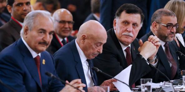 Khalifa Haftar, Aguila Saleh Issa et Fayez al-Sarraj, à l'Élysée le mardi 28 mai, lors de la signature d'un accord en vue des élections en Libye le 10 décembre.