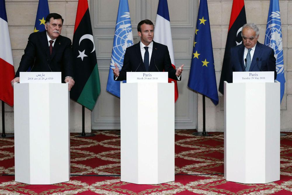 Fayez al-Sarraj, Emmanuel Macron et Ghassan Salamé, lors de la conférence de presse à l'issue de la rencontre de mardi 29 mai, à l'Élysée.