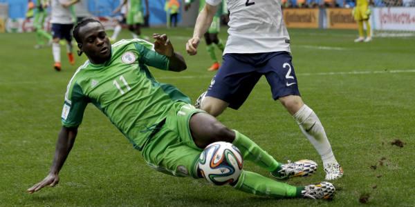 Victor Moses avec le Nigeria face à la France pendant le Mondial 2014 au Brésil.