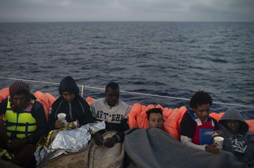 Des migrants après leur sauvetage en Méditerranée par Proactiva Open Arms,  en mai 2018 au large de la Libye.