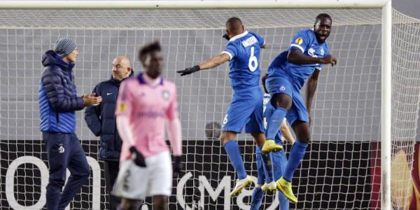 Le footballeur congolais Christopher Samba (Dinamo Moscou, dr.) célèbre la victoire de son club à l'Europa League face à Anderlecht, le 26 février 2015.