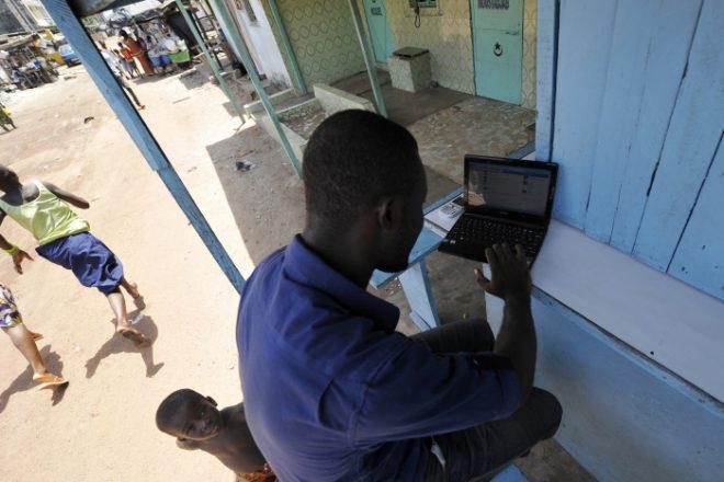http://www.jeuneafrique.com/579881/economie/cote-divoire-victime-de-sabotages-orange-suspend-le-deploiement-de-son-reseau-de-fibre-optique/?utm_source=jeuneafrique&utm_medium=flux-rss&utm_campaign=flux-rss-jeune-afrique-15-05-2018